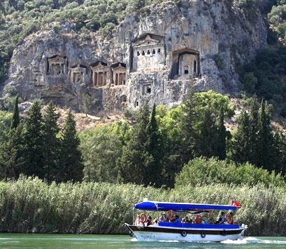 Tumbas reales licias en Kaunos (Turquía)