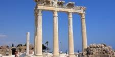 Cplumnas del templo de Apolo en Perge