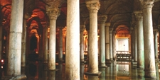 Columnas del interior de la Cisterna Basílica o Cisterna sumergida de Estambul